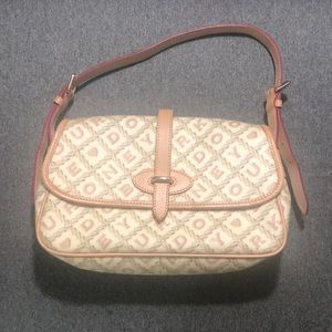 Dooney & Bourke logo shoulder bag!
